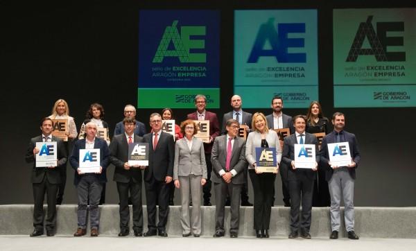 Foto de familia de autoridades y empresas Sello de Excelencia, categorías Oro, Plata y Bronce ARAGÓN EMPRESA 2019
